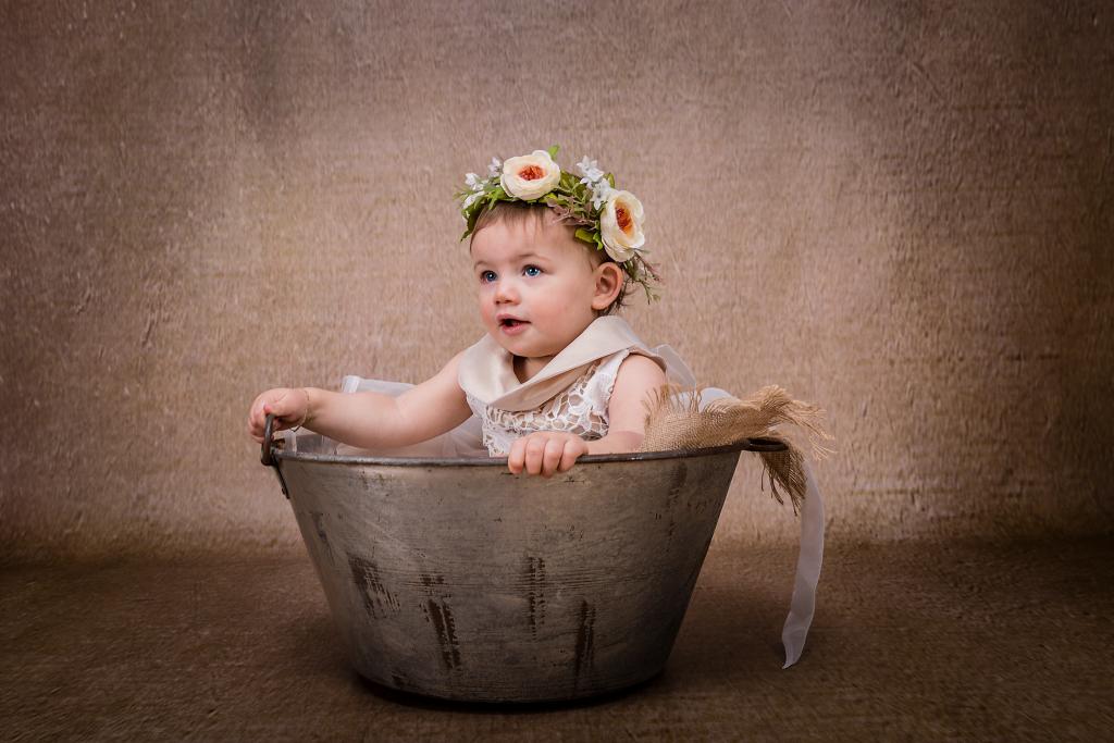 Maartje Maakt newbornfotograaf Echt en kinderfotograaf in Limburg met vintage retro stijl en luxe fotoproducten54